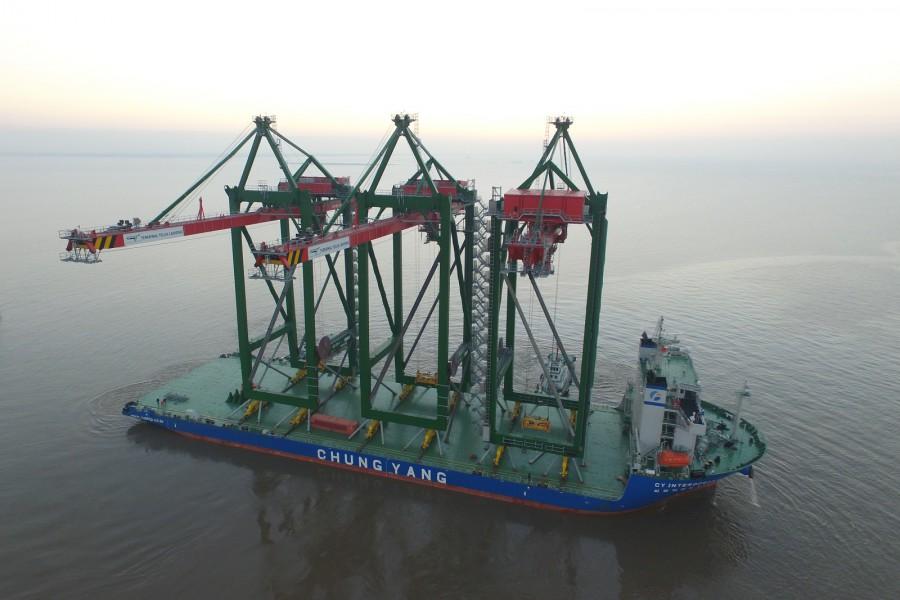 CY Interocean I moves 3 STS cranes